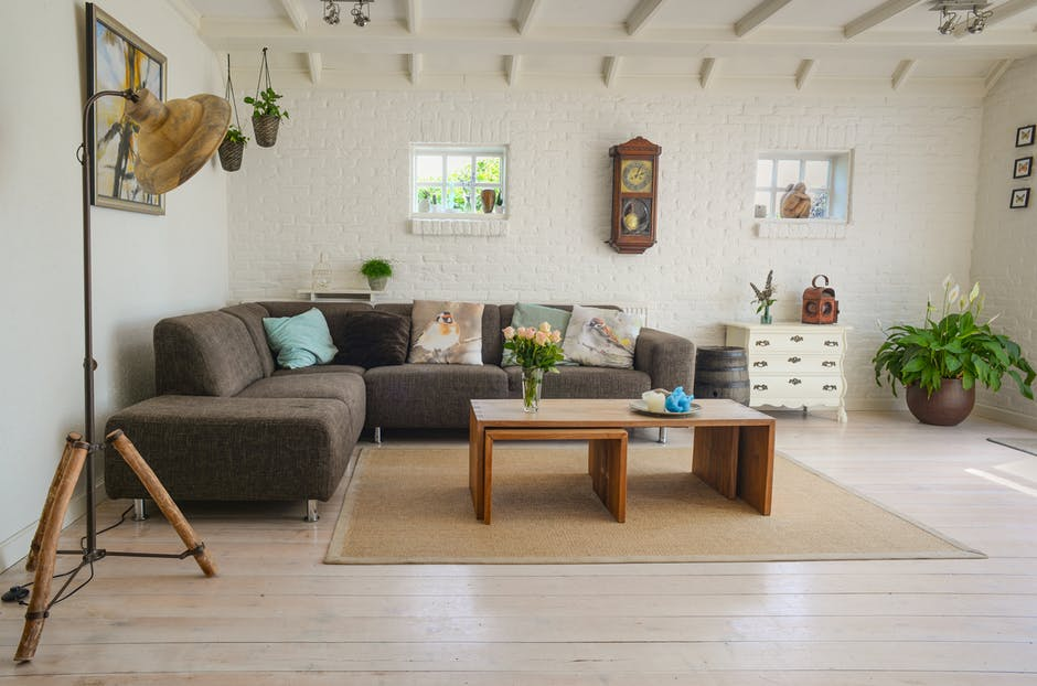 How to Decorate a Small Living Room to Make it Look Bigger