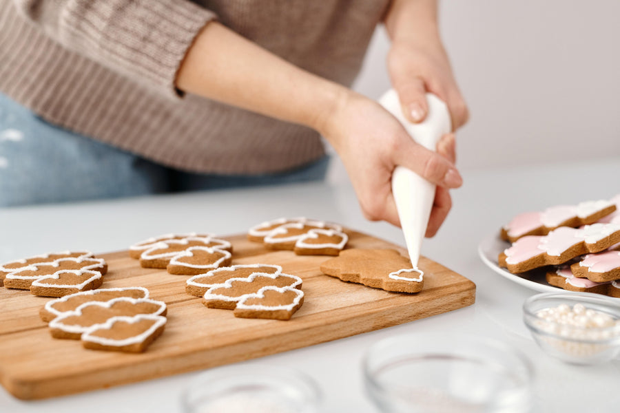24 Gluten-Free Holiday Cookies to Bake Before Christmas Day (& How to Host a Pandemic-Friendly Cookie Exchange!)