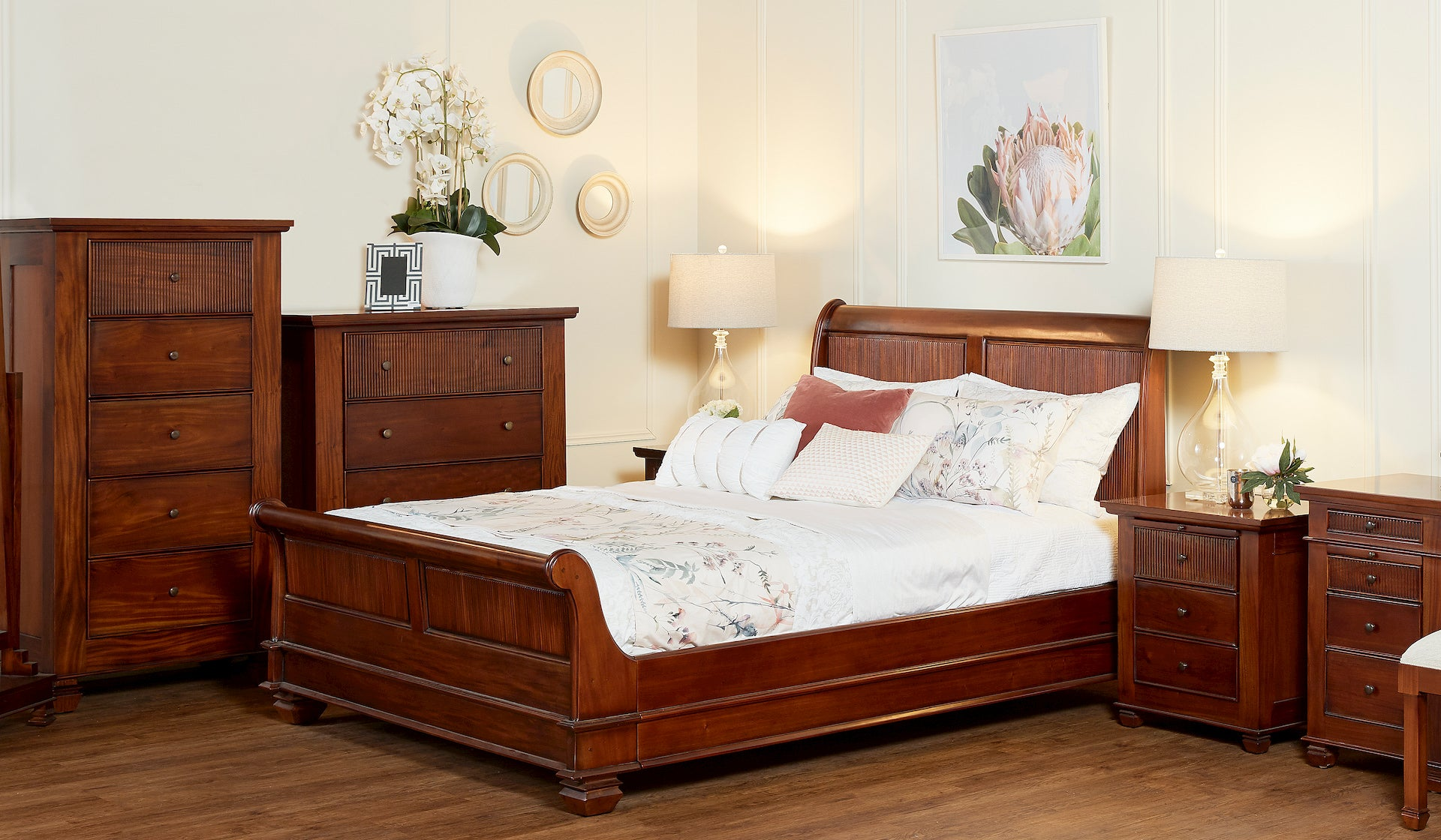 Chelmsford Queen Bed Woodbury Furniture