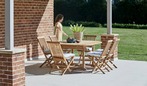 Teak-Round-outdoor-table-setting-classic-r10