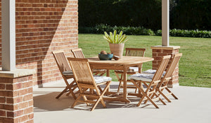 Teak-Round-outdoor-table-setting-classic-r2