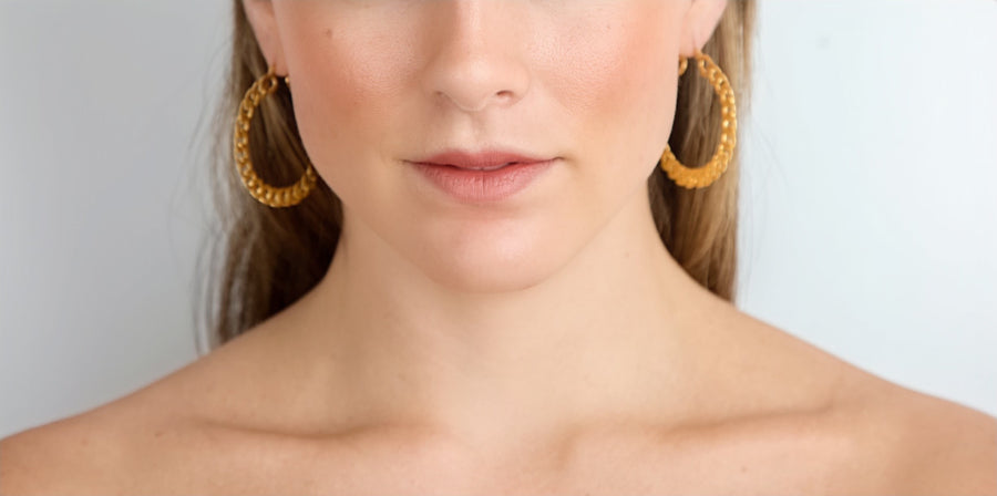CHAIN HOOPS IN GOLD