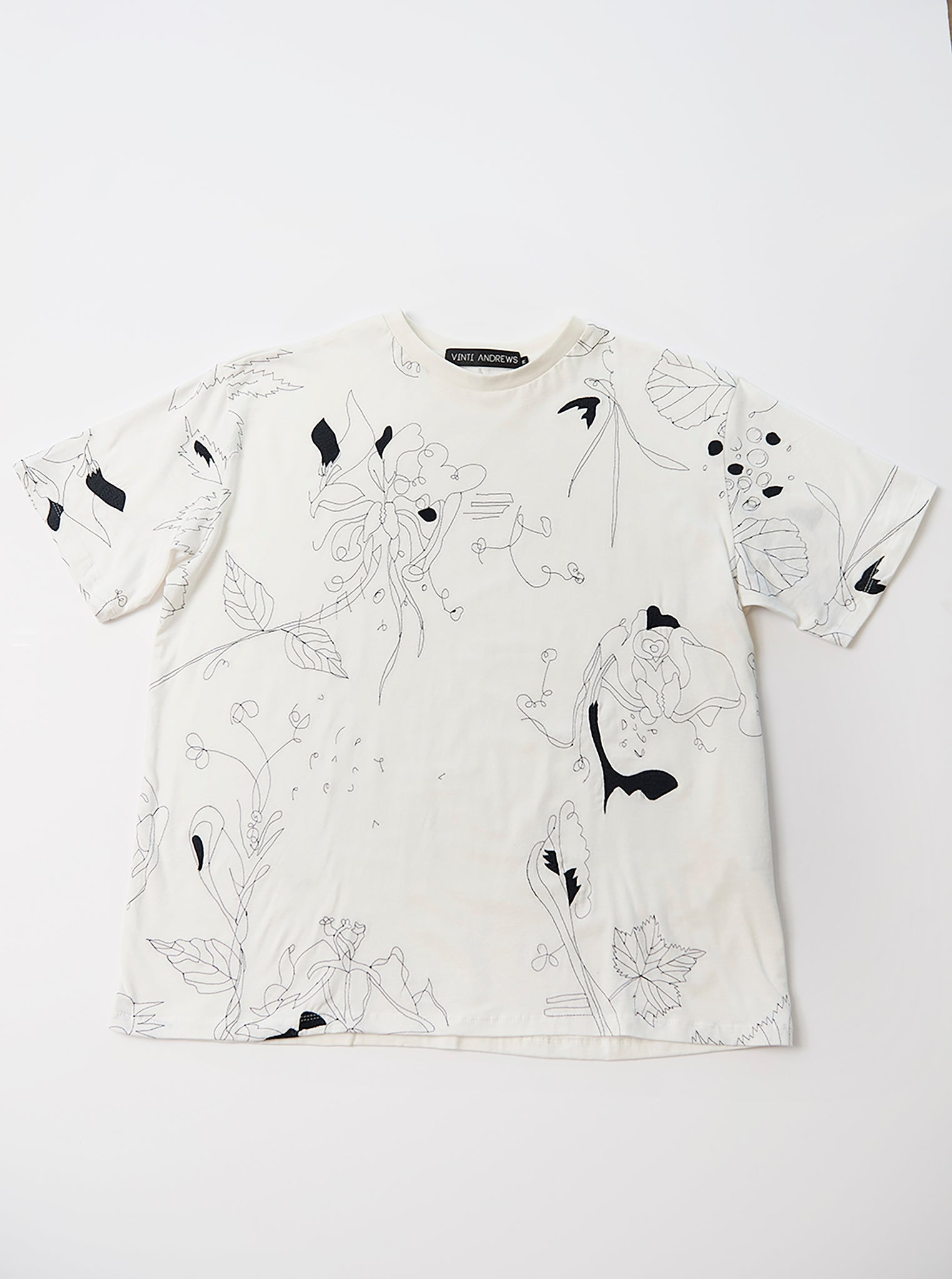 Vinti Andrews Floral Embroidery T-Shirt