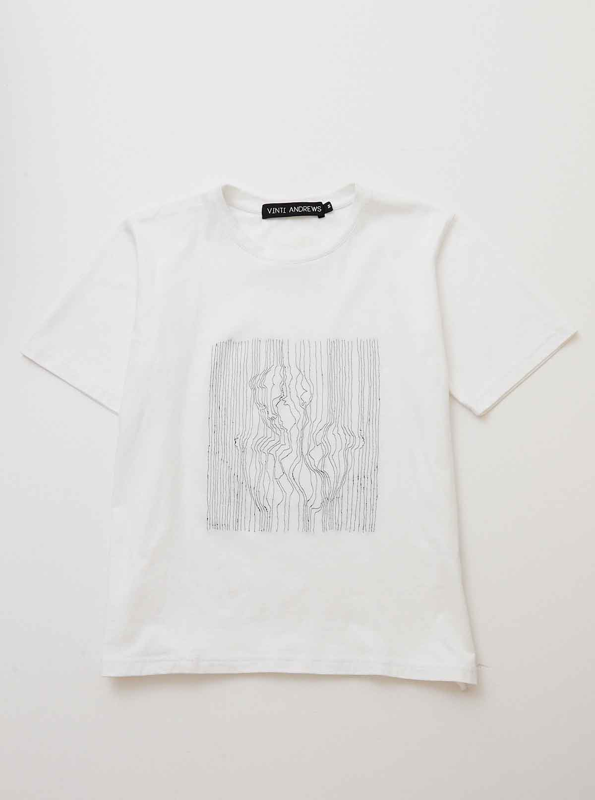 Vinti Andrews Embroidery Body Line T-Shirt