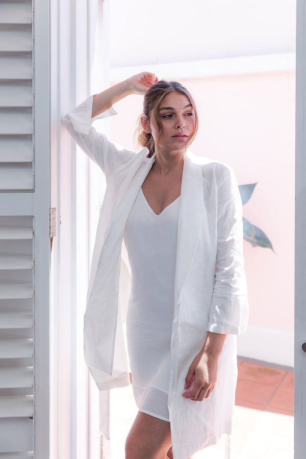 Alys Linen Short Robe White
