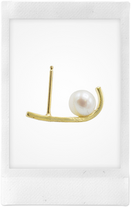 the-conservatory-nyc - CURVED TUCK SINGLE STUD, WHITE PEARL, SMALL - KATEY WALKER - JEWELRY