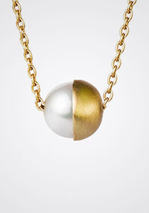 Half Pearl 90 Degree, 18K Yellow Gold + Pearl Necklace