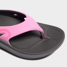 Load image into Gallery viewer, OOFOS - Unisex Ooriginal Sport - Post Exercise Active Sport Recovery Thong Sandal (7 Women/5 Men, Pink)