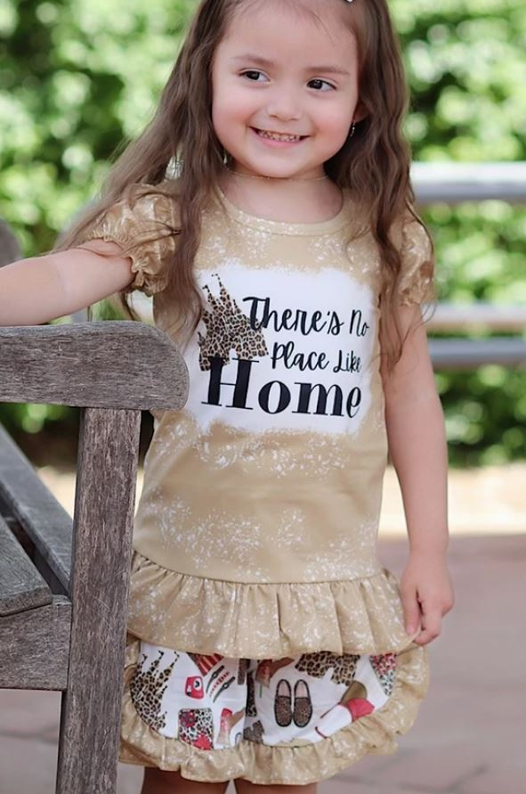 "THERE IS NO PLACE LIKE HOME"" CASTLE PRINTED TEE & MATCHING SHORTS"