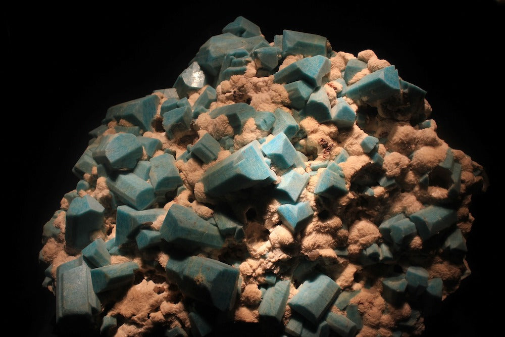 Amazonite properties: a raw piece of the magical blue stone | Talsam, Smart Jewelry