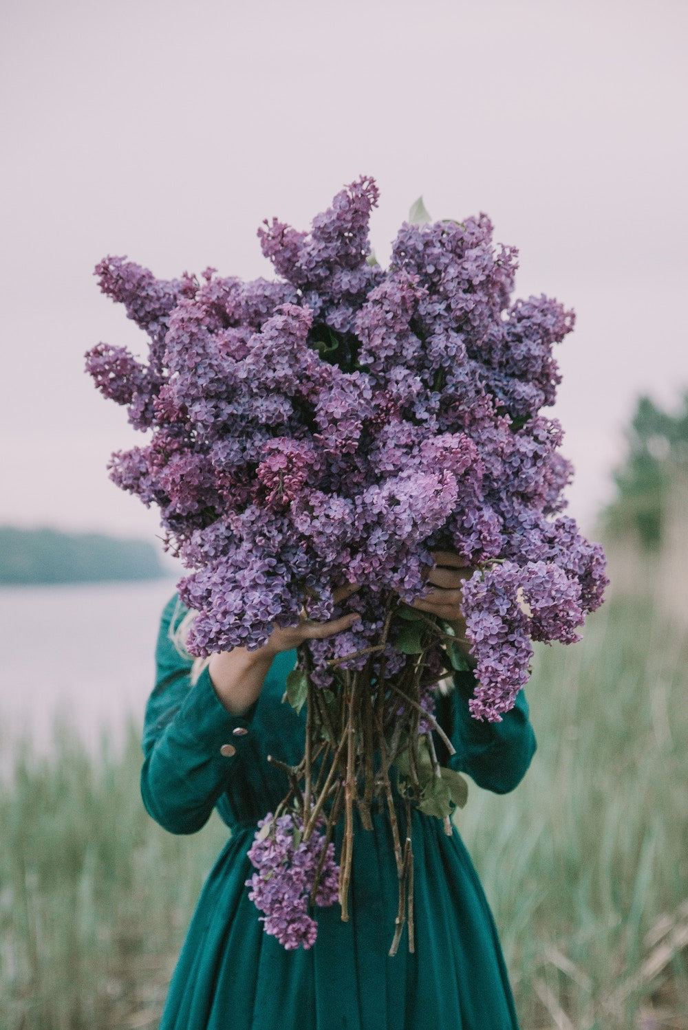 The best way to send flowers: a woman holds a big and bold bouquet of violet flowers | Talsam, Smart Jewelry