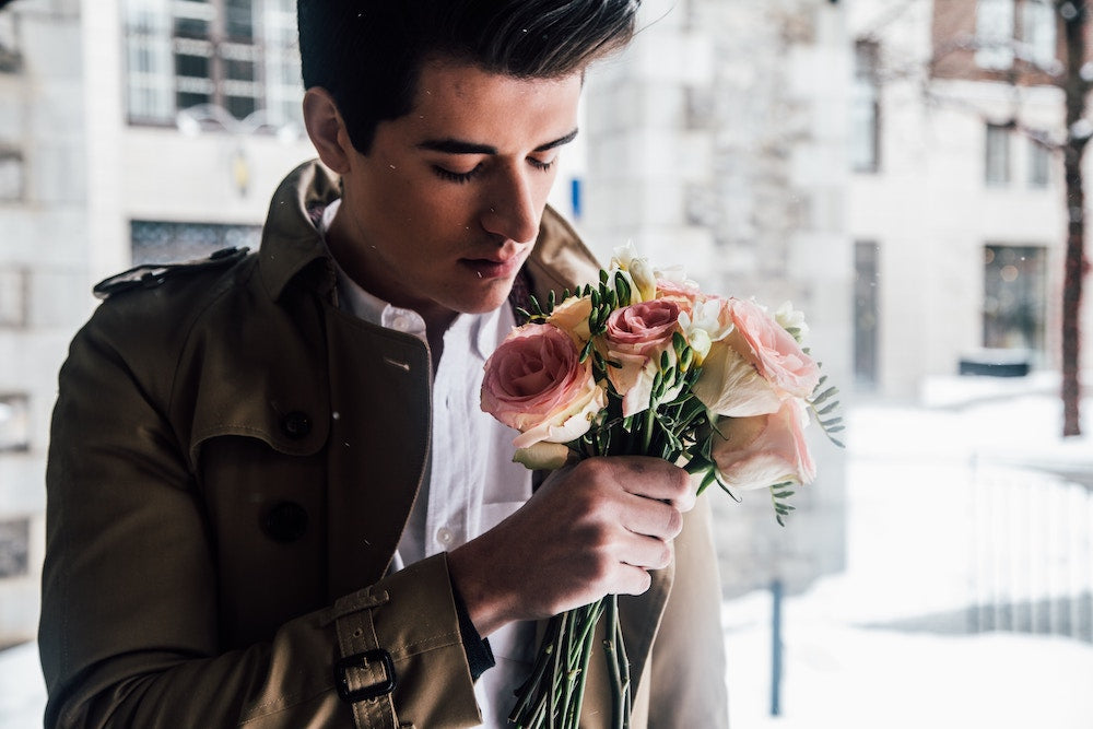 A handsome man holds a rose and wonders: should I send her flowers? | Talsam, Smart Jewelry