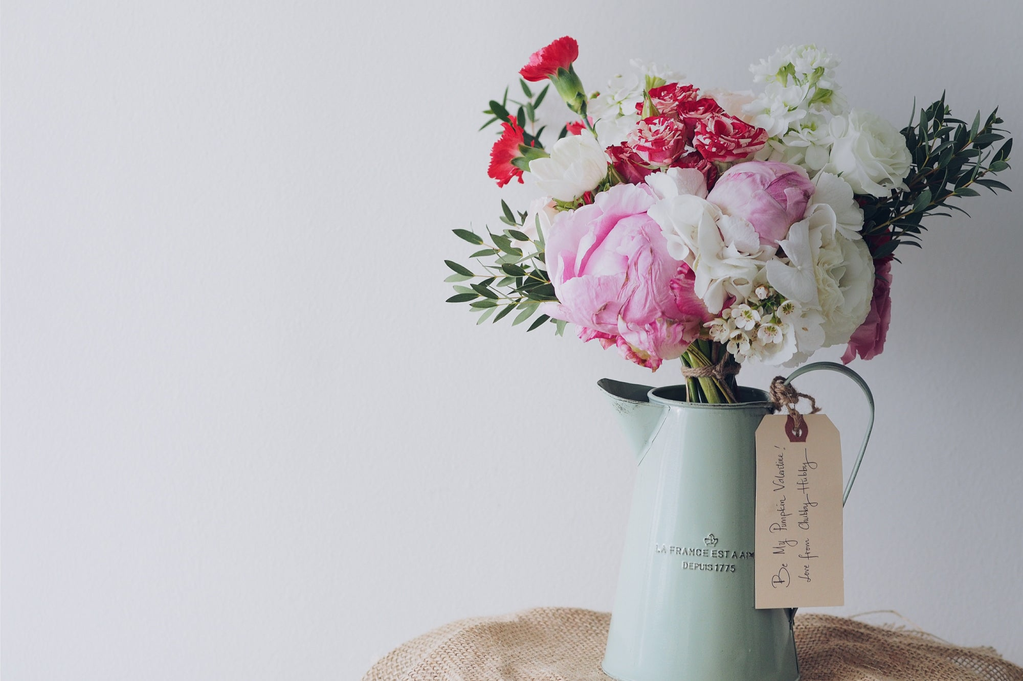 How to send flowers to someone? A cute vase with a colorful bouquet and a love note | Talsam, Smart Jewelry