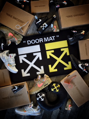 "DOORMAT ""LOGO"" BLACK"