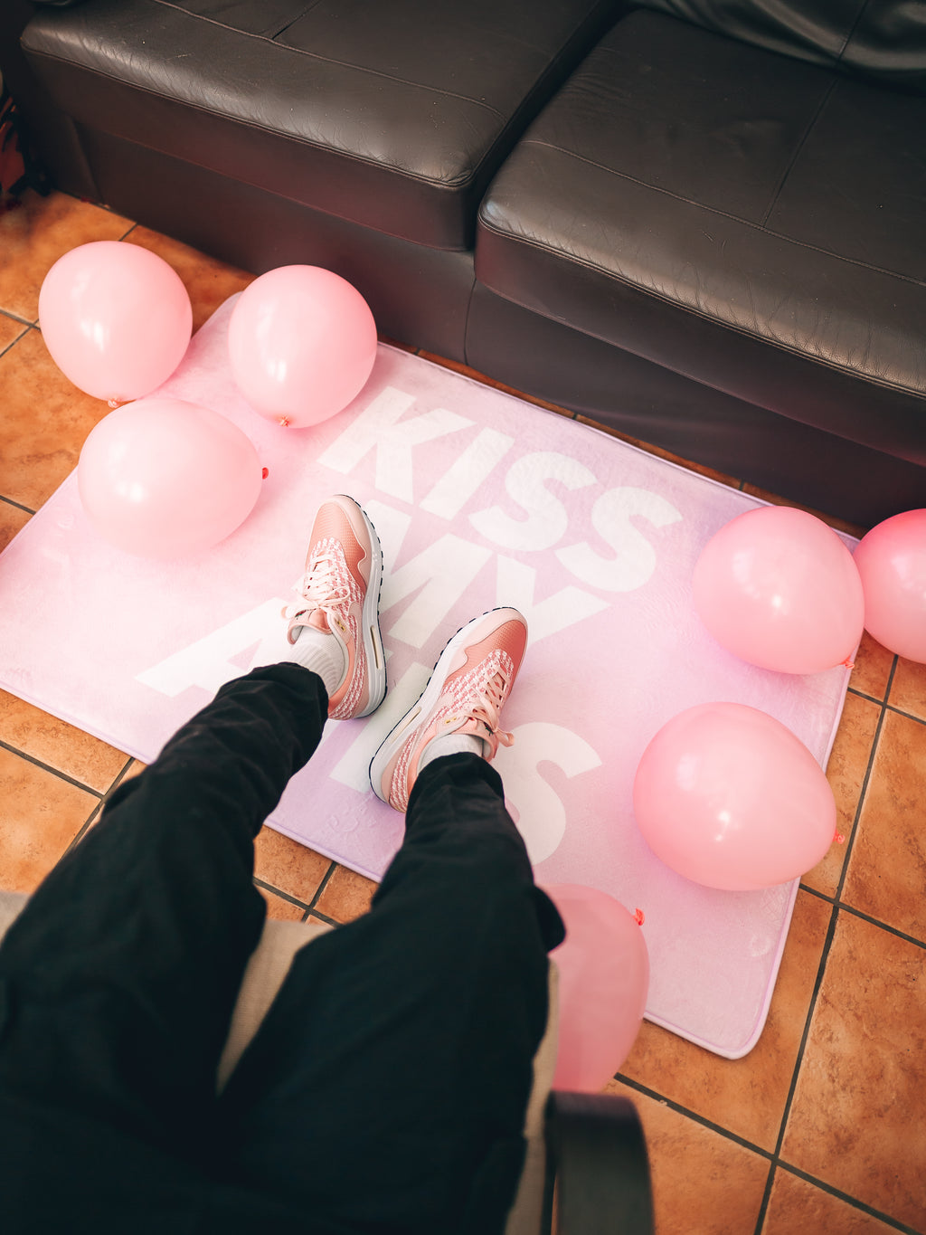 KISS MY AIRS BABY PINK LARGE