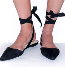 Load image into Gallery viewer, black lace-up flats