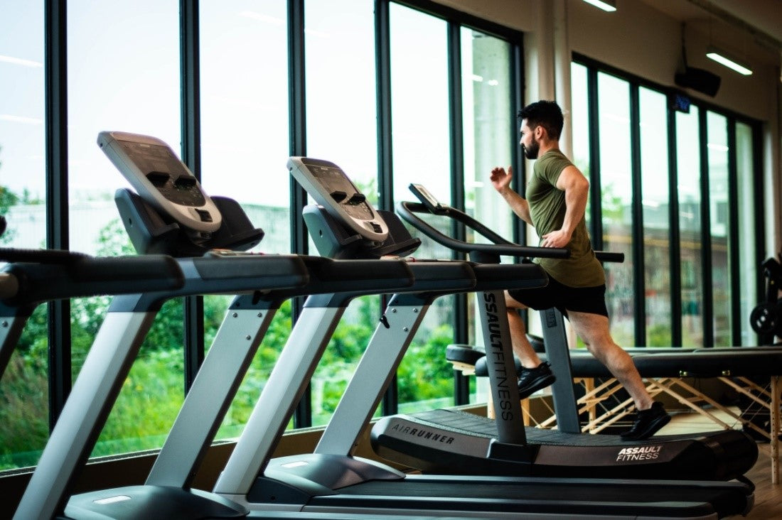 Man doing cardio in the gym