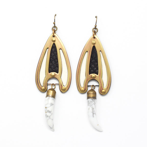 BRAVA EARRINGS in white/black