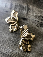 Load image into Gallery viewer, Gold Petal earrings