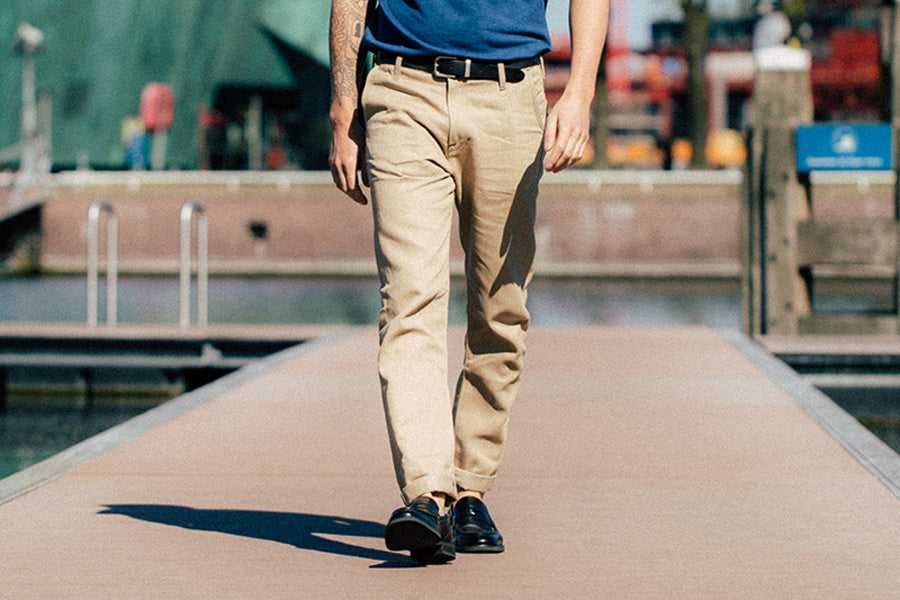 benzak denim developers classic summer sand chinos, city summer style. Italian lightweight cotton linen blend chinos suitable for warm weather. Lightweight chinos teamed up with indigo dyed breathable t-shirt