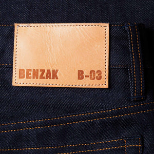 men's tapered fit italian selvedge denim jeans | benzak B-03 TAPERED 13 oz. indigo selvedge | Candiani | leather patch