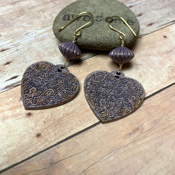 GOLD FILLED WOODEN HEART EARRINGS. PURPLE. HANDPAINTED.