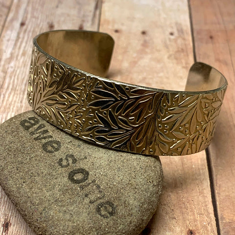 PATTERNED NICKEL SILVER CUFF BRACELET - CIRCLE OF LOVE TALISMAN