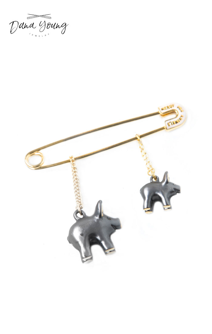 Pig Family Brooch