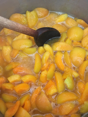 apricot  jam cooking