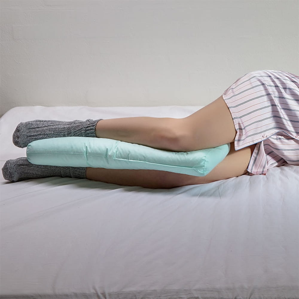 side-sleep-with-fossflakes-knee-support-pillow