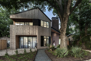 A cabin-style home that feels modern and elegant, the Hewn House designed by Matt Fajkus Architecture in Austin combines the best of both worlds