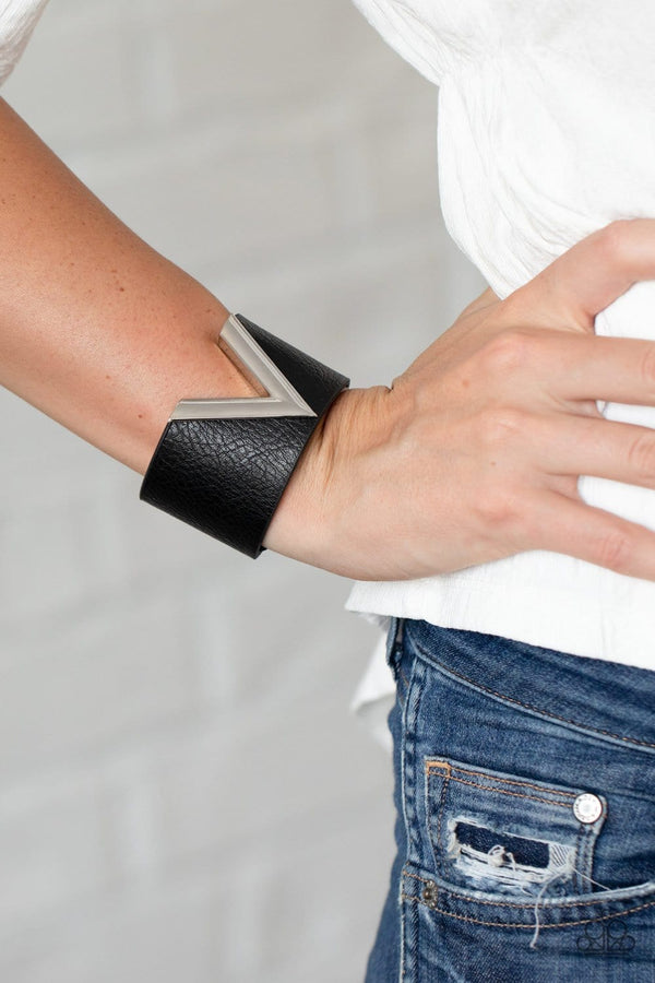 Jazzi Jewelz Boutique-Claws Out-Black & Silver Snap Bracelet