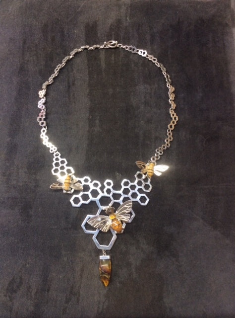LARGE HONEYCOMB NECKLACE WITH BEE.