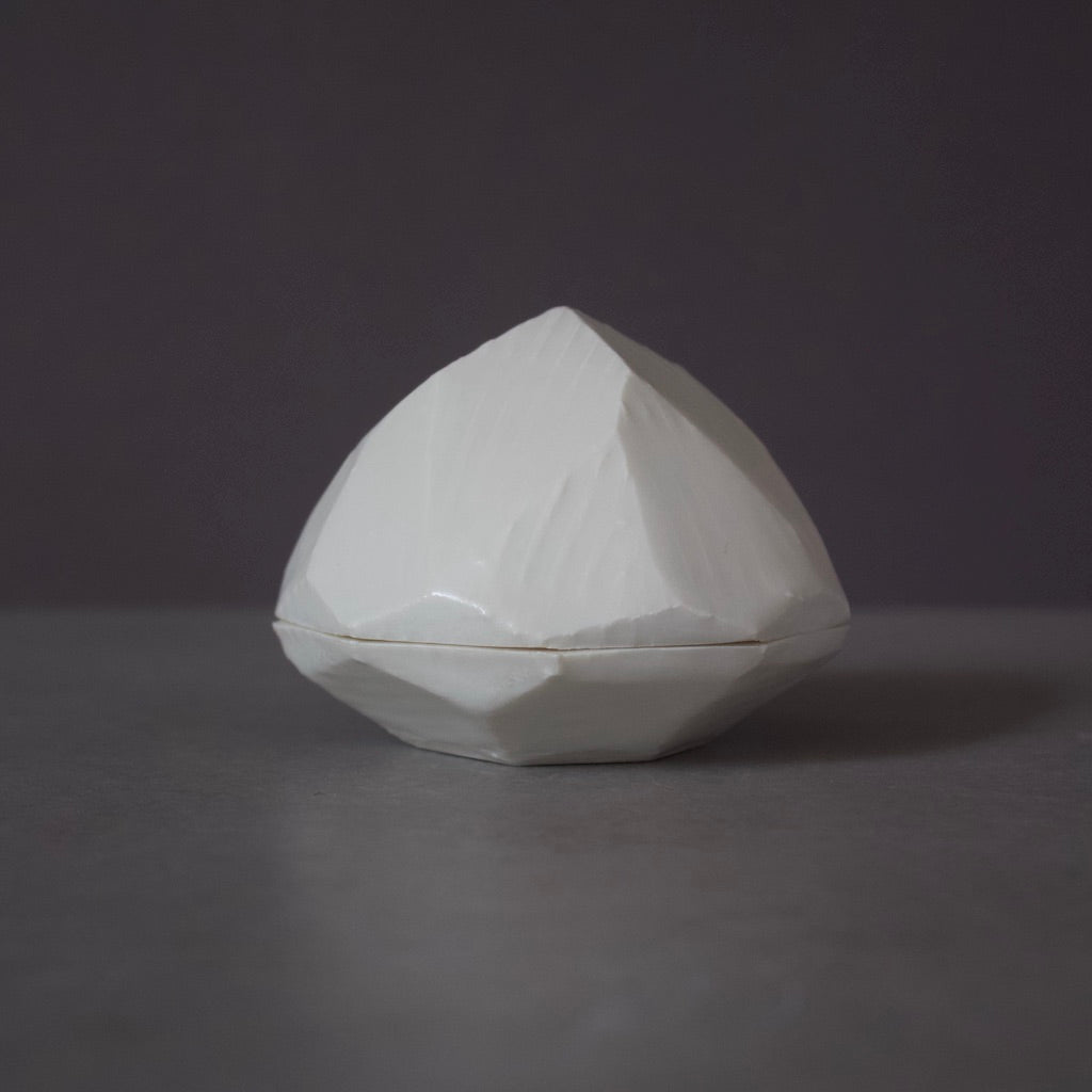 Garlic Shaped KOH-GOH Box White #9A