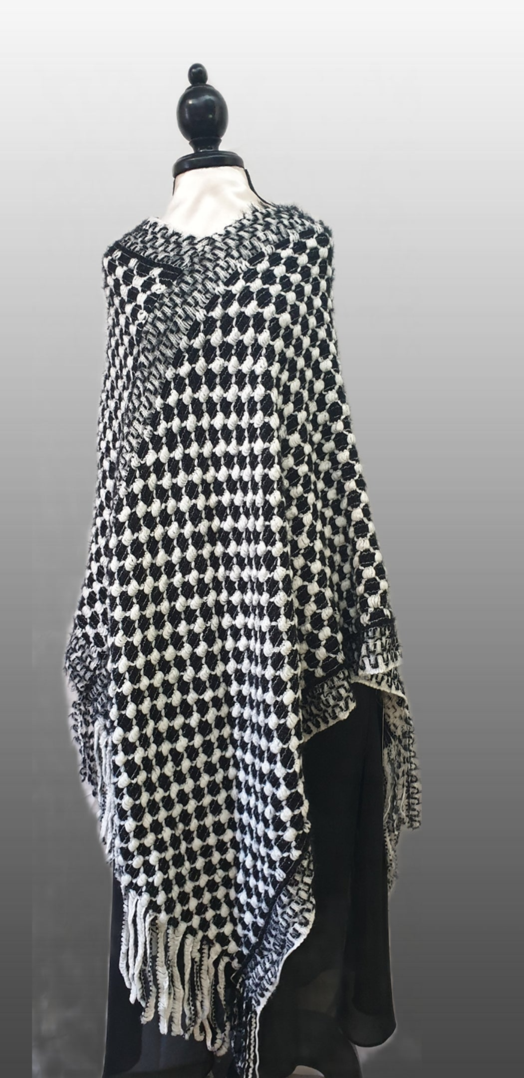 Poncho Black & White
