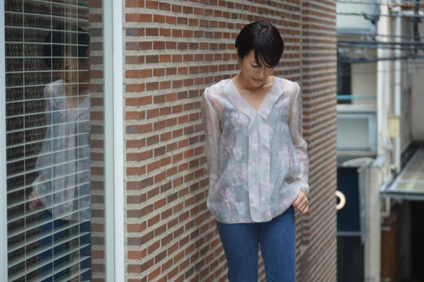 "Pick Up Item ""Limited Pastel Jacquard  V-neck Blouse"""