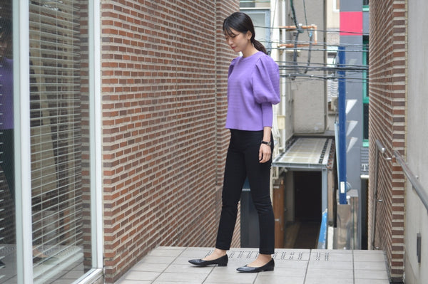 Color Knit × Black Pants