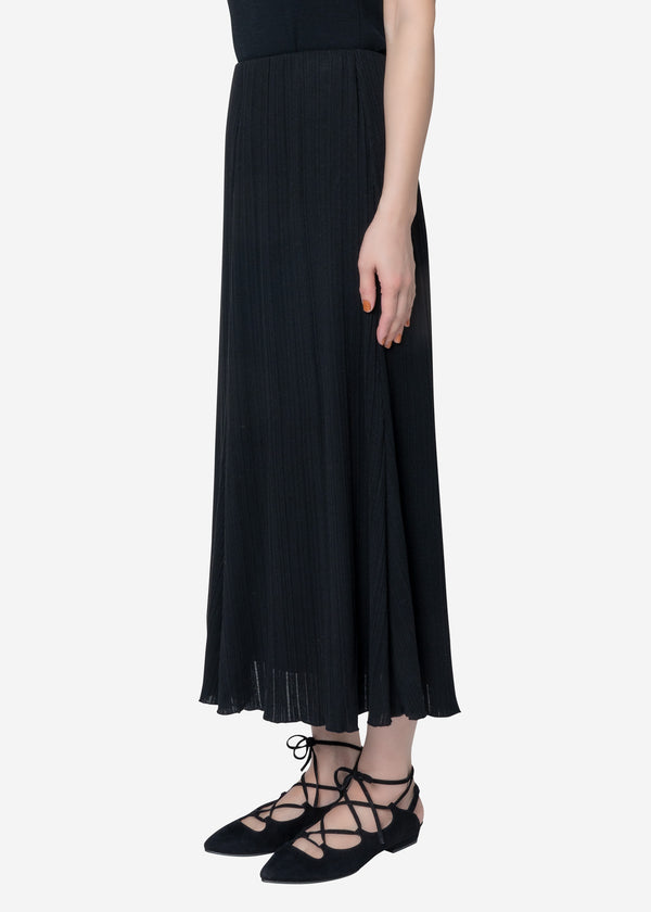 Irregular Rib Flare Skirt in Black