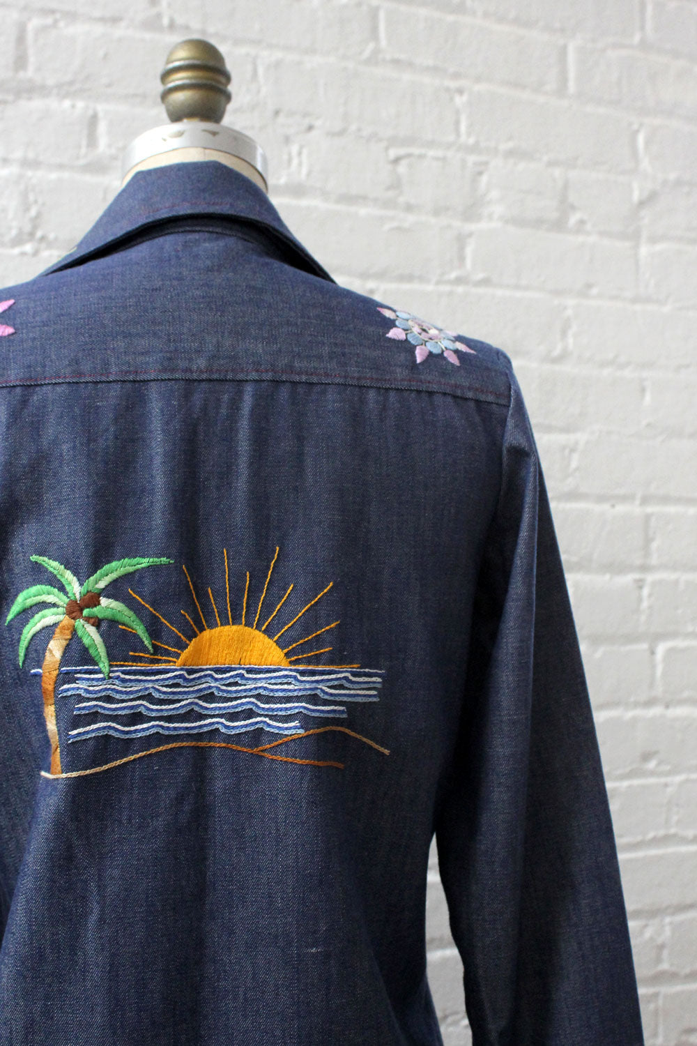 Sunscape Embroidered Buttondown S