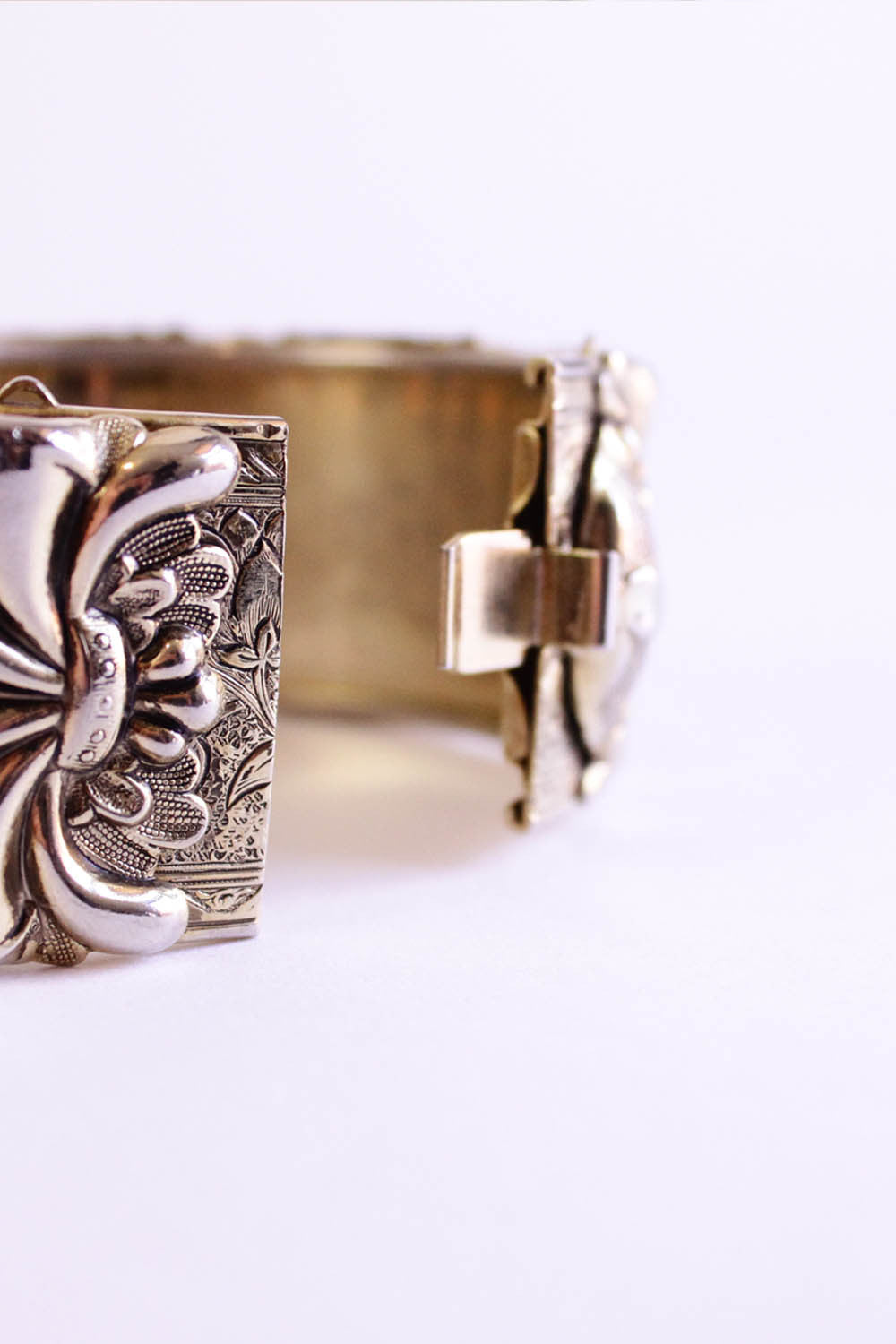 60s Metal Strawberries Bracelet