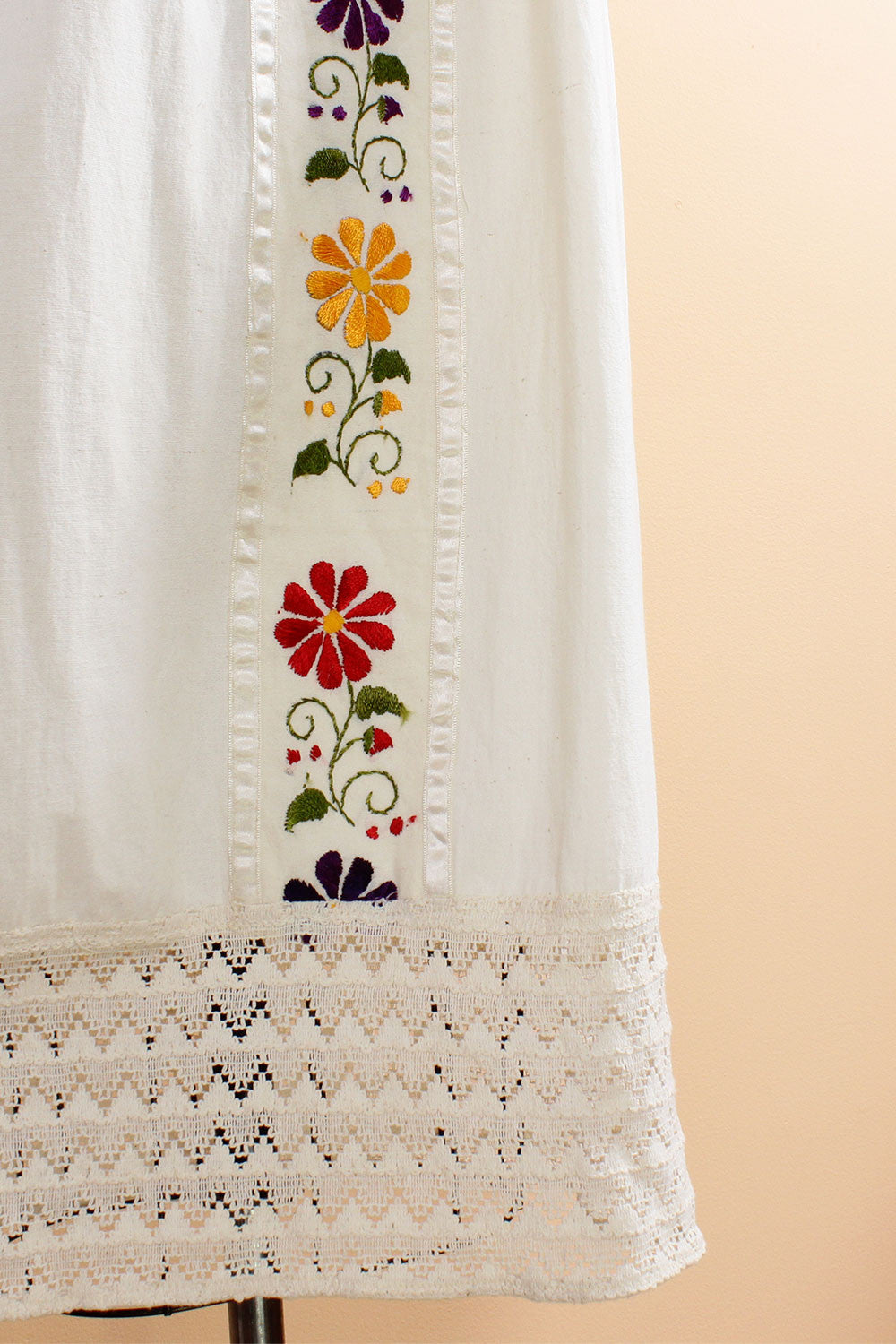 Sofia Embroidered Dress S/M