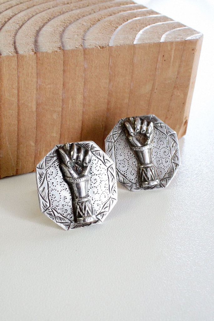Mano Figa Silver Earrings