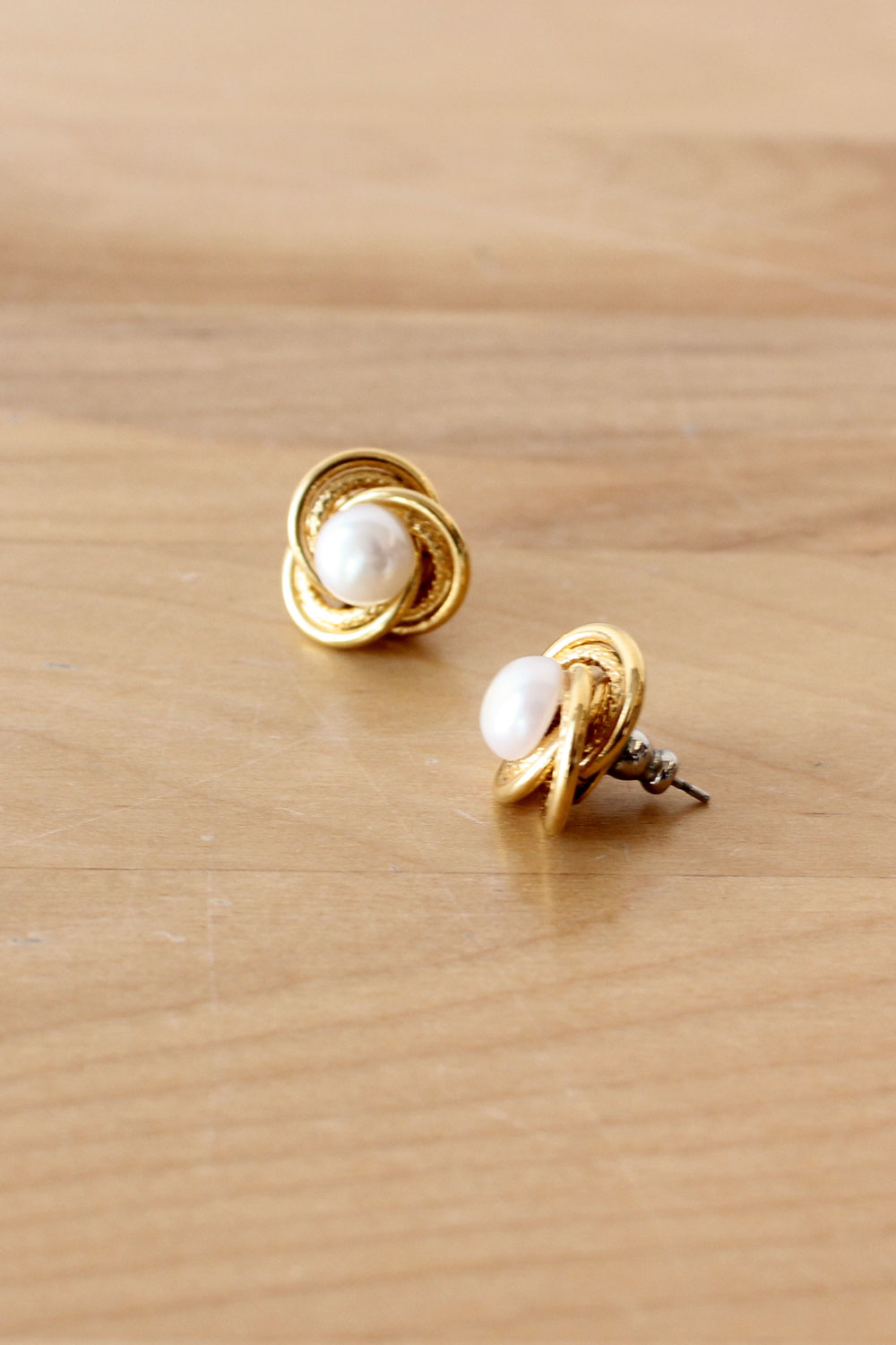 Knot Pearl Studs