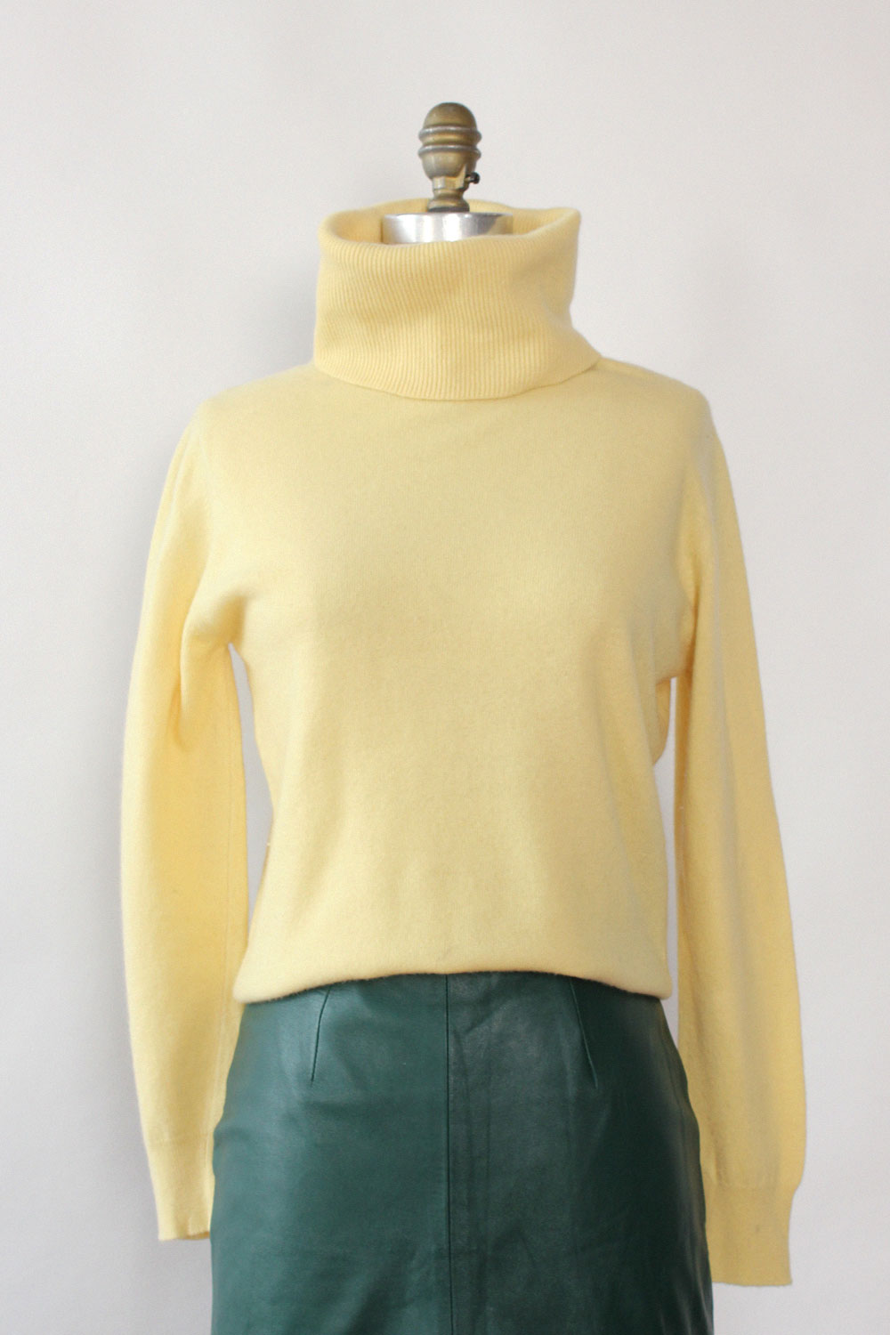 Butter Yellow Cashmere Turtleneck M/L