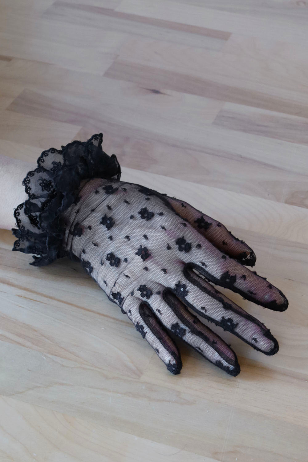 Evita Lace Gloves