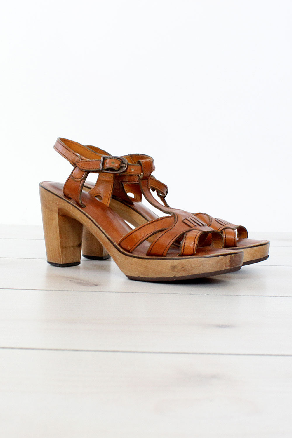 d0faf433576 70s T-Strap Wood Leather Platform Sandals 8 – OMNIA