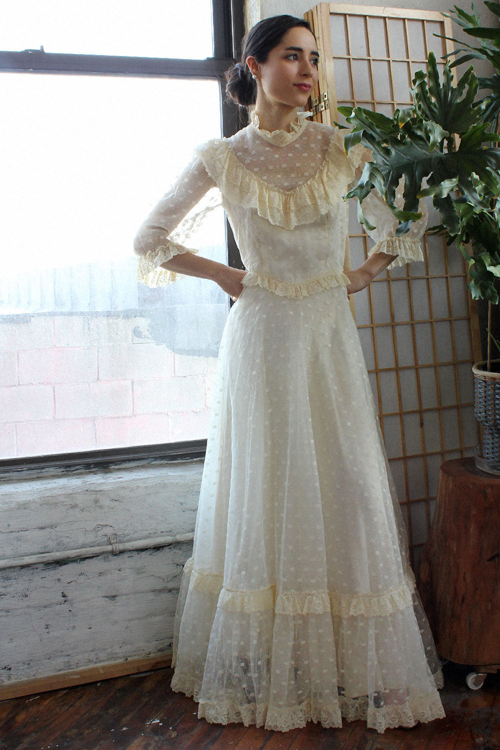 1970s Ivory Lace Gown M