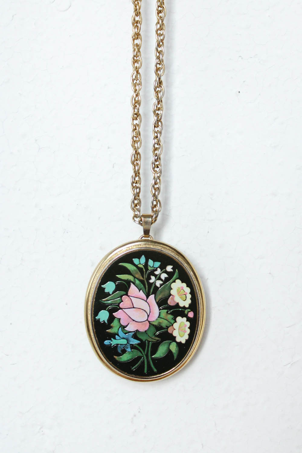 Avon Floral Pendant Necklace