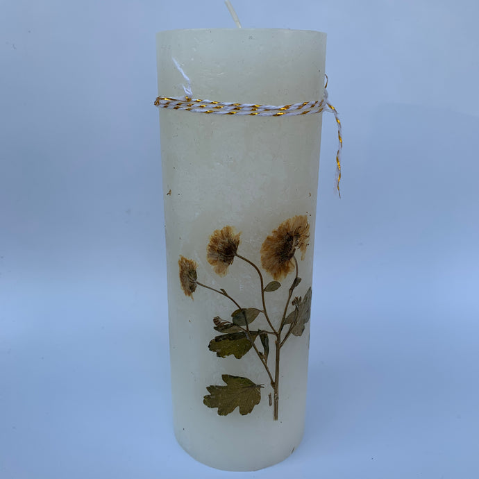 Candle with Natural Dried Flowers - handcrafted