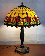 Load image into Gallery viewer, Leadlight Style Red TulipTable Lamp - Beths Emporium